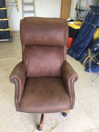Leather office chair perfect shape