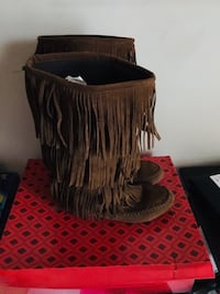 Hot Cakes Moccasin Boots size 9 Millersville, 21108