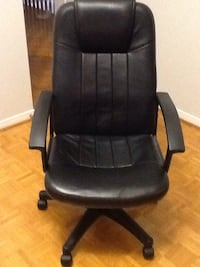 black leather office rolling chair Toronto, M1G 2X6
