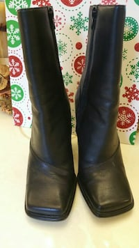 pair of black leather boots Brentwood, 11717