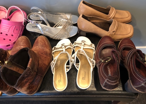 Bulk 13 pair shoe lot . Mostly size 7 , and 8 844c2faf-6524-4195-a17c-51201a959a5a