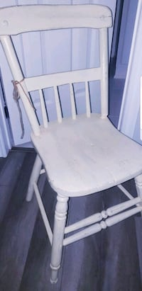 "Solid Wood Farmhouse Chair ""Slightly distressed look"" Cobourg, K9A 5H9"