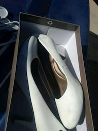 pair of white leather pointed-toe pumps Rio Rancho, 87124