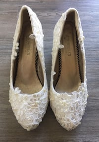 New Sparkly Ivory Lace Heels Columbia, 38401