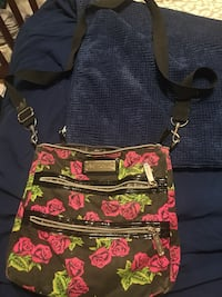 black and red floral crossbody bag McMinnville, 37110