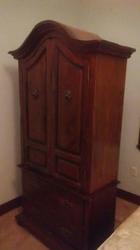 Real wood. Cameo. Dresser w. Opening top dresser Winter Haven, 33881