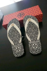 TORY BURCH white-and-black flip flops Surrey, V3X 1M1