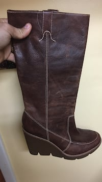 unpaired women's brown leather knee-high wedge boot