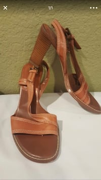 Pair of brown leather open-toe heeled sandals San Diego, 92123