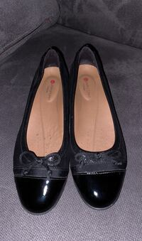 Chaussure - Clarks (size 6) Mont-Royal, H3R 2Z6