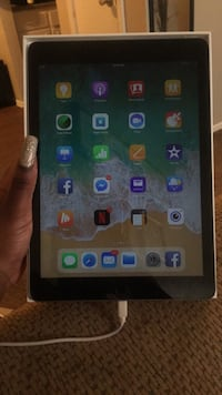 iPad 6th gen. Space gray 32gb.  Little Rock, 72209