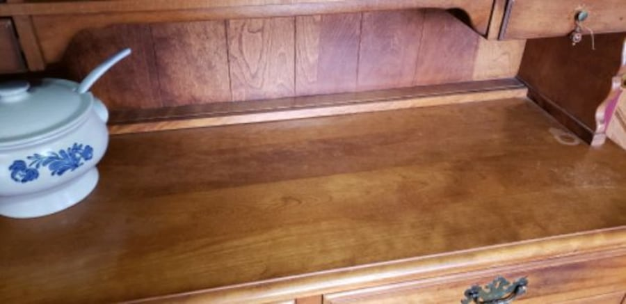 Kitchen hutch with drawers and cabinets. 8e1fb39e-9ab0-4f1a-b2d5-d6c5726bf487