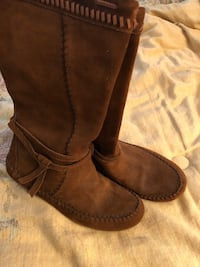 Minnetonka light brown suede half boots. Size 7. Springfield, 22153