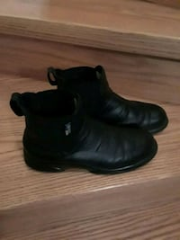 pair of black leather boots 8.5 Brampton, L7A 1R9