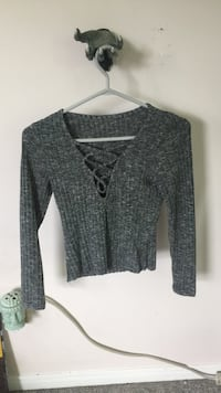 gray knitted cage neckline long sleeve crop top Mono, L9W 6G7