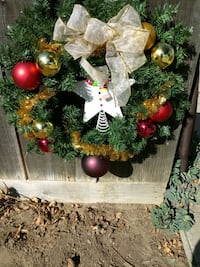 green and red Christmas wreath 2378 mi