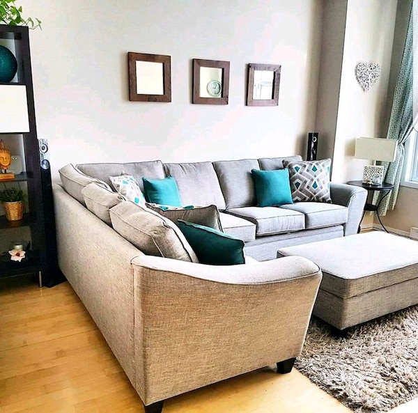 Used white and green fabric sectional sofa for sale in Montréal - letgo