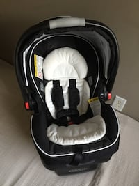 Graco click connect car seat like new Vaughan, L4L 3V7
