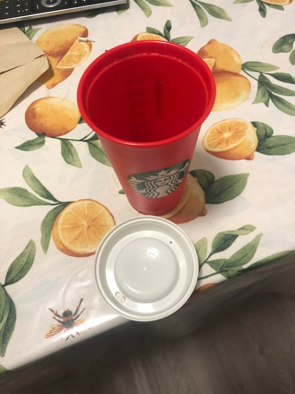 Large coffe Starbucks (reusable container) 2a078c05-c29e-4b60-bb9d-88ab77964cf2