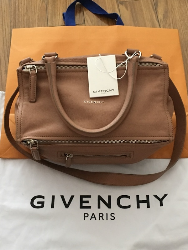 Like new authentic Givenchy med Pandora in sugar goatskin leather