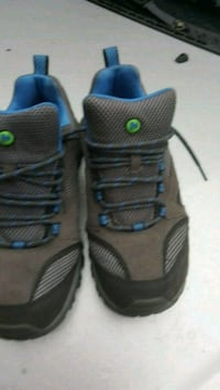 pair of black-and-blue shoes Vaughan, L6A 1W4