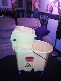 Rubbermaid mop bucket with removable lever new Glen Burnie, 21061