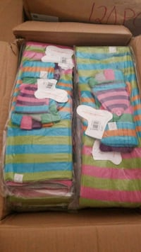 Case of 20 scarfs and mitts Mississauga, L5V 2X8
