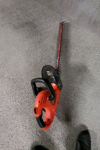 "BLACK AND DECKER 22""HEDGE TRIMMER"