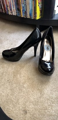 Pair of black leather platform pumps Rock Hill, 29730