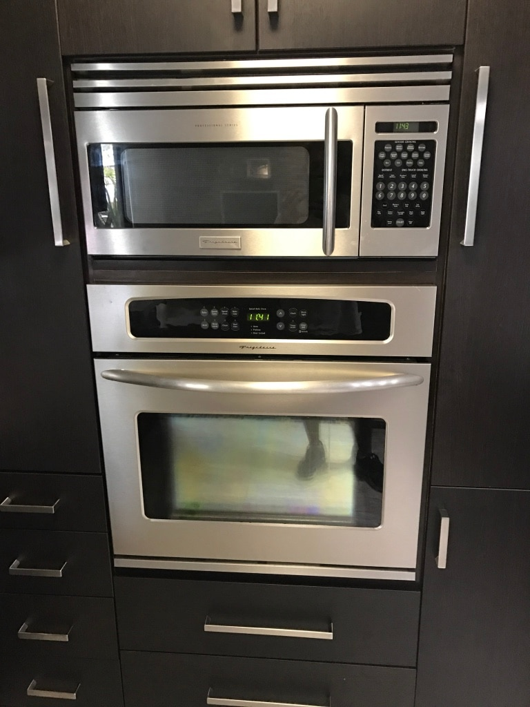 Letgo gray and black microwave o in deerfield beach fl for J kitchen deerfield beach