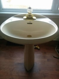 OFF WHITE PORCELAIN PEDESTAL SINK WITH FAUCET Montréal, H9K