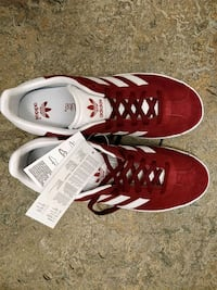 Baskets basses Adidas rouges et blanches Toulouse, 31400