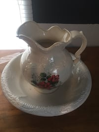 white and red floral ceramic pitcher Ocilla, 31774