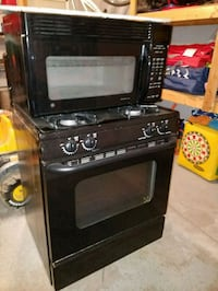 GE Gas range and overhead microwave