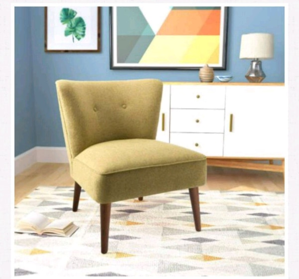 Armless green chair 511ef2ff-0bcd-455c-b243-232bf6a738e2