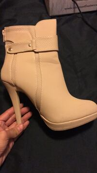 Boots only worn once also have color black *black new never worn Lynwood, 90262