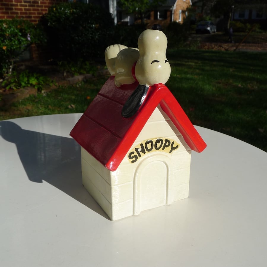 1970 Snoopy Doghouse Coin Bank