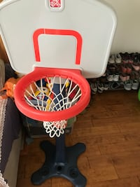 white and red Little Tikes basketball hoop 赫恩敦, 20171