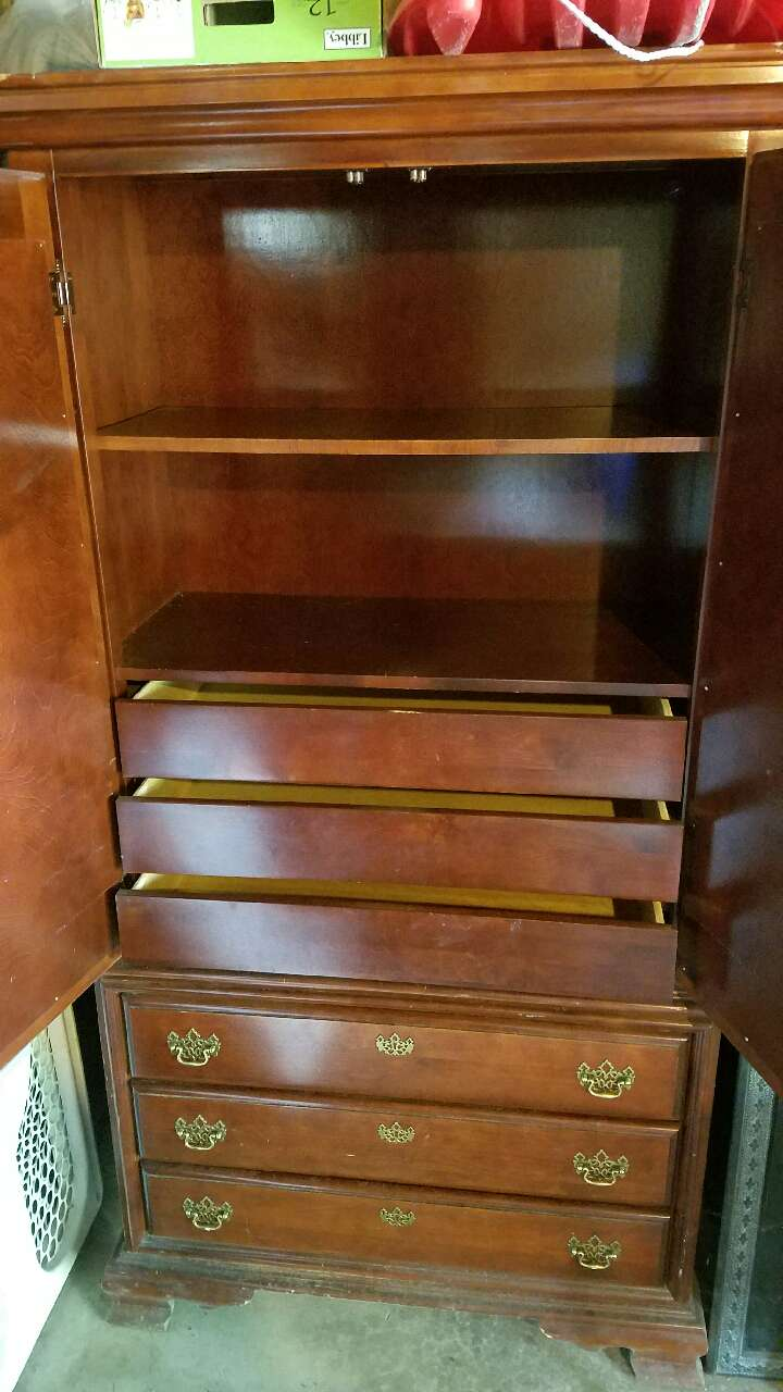 Letgo amish armoire in saint peters mo for Furniture 63376