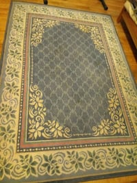 Persian style Rug. Beautiful colors. Good condition. Oxon Hill, 20745