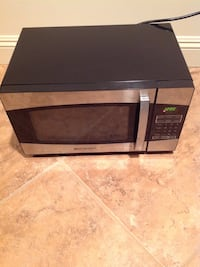 Black and brushed aluminum 900 watt Emerson microwave oven Upper Saddle River, 07458