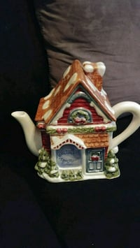 brown and green ceramic house miniature Laval, H7X 3E4