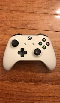 white and black Xbox One controller Burke, 22015
