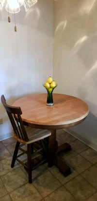 round brown wooden table with two chairs Ripon, 95366