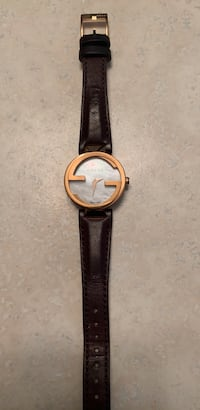 rose gold gucci watch with  leather strap New Westminster, V3M 1Z7