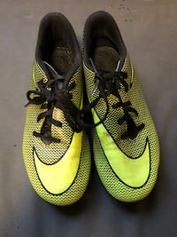 Nike soccer cleats for girls size 6Y Pacheco, 94553