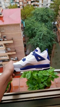 Zapatillas Air Jordan 4 en blanco y azul. 6516 km