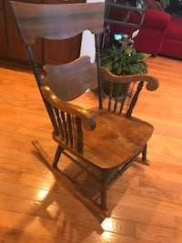 Brown wooden windsor rocking chair Westminster, 21157
