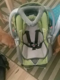 baby's gray and green car seat carrier Redmond, 97756