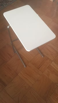 Modern Laptop table $10 OBO 39 km